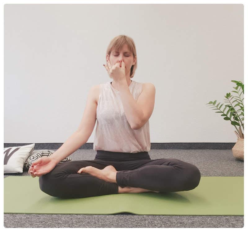 yogamaya-atemübung-yoga-wechselatmung-schwanger-werden