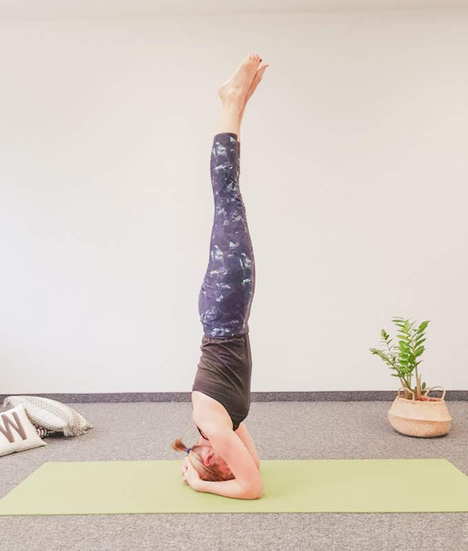 yogamaya: Der Kopfstand