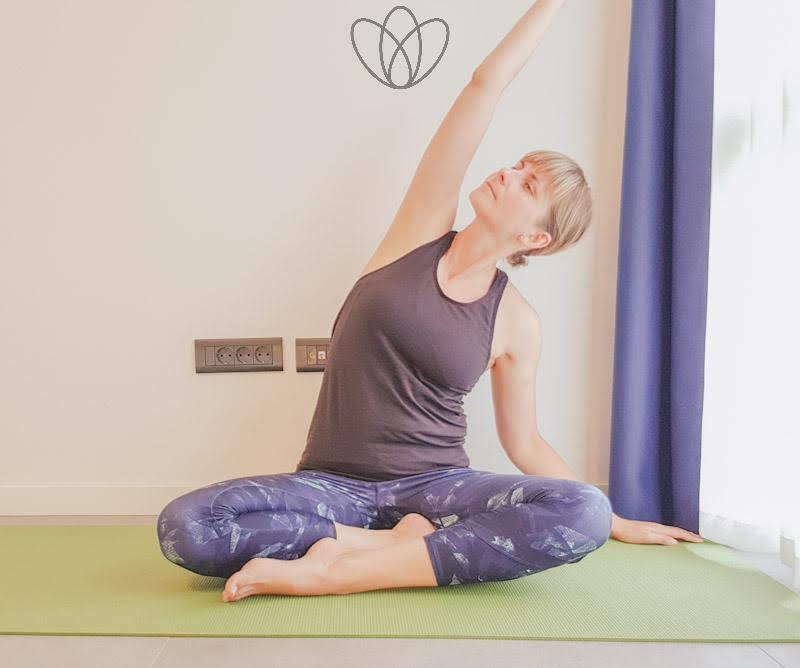 yogamaya_schwingende_Seitbeuge_links_yoga