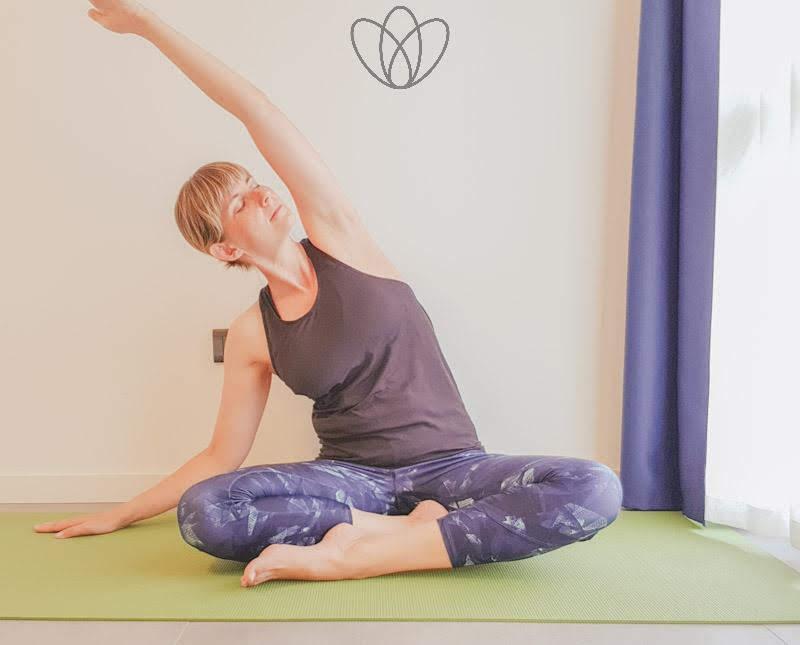 yogamaya_schwingende_Seitbeuge_rechts_yoga