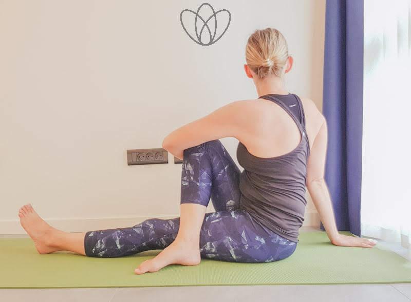yogamaya_Drehsitz_rechts_yoga