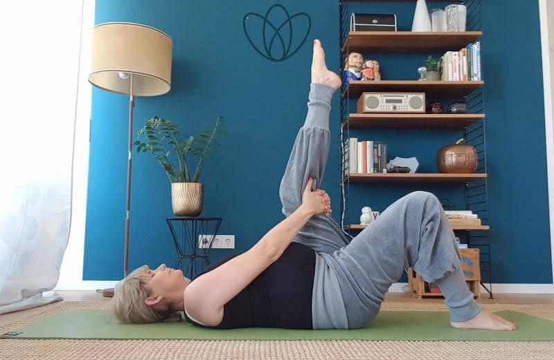 yogamaya 5 Übungen gegen schwere Beine und Krampfadern venenpumpe